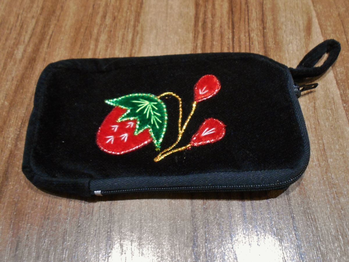 <p>Embroidered Purse</p>