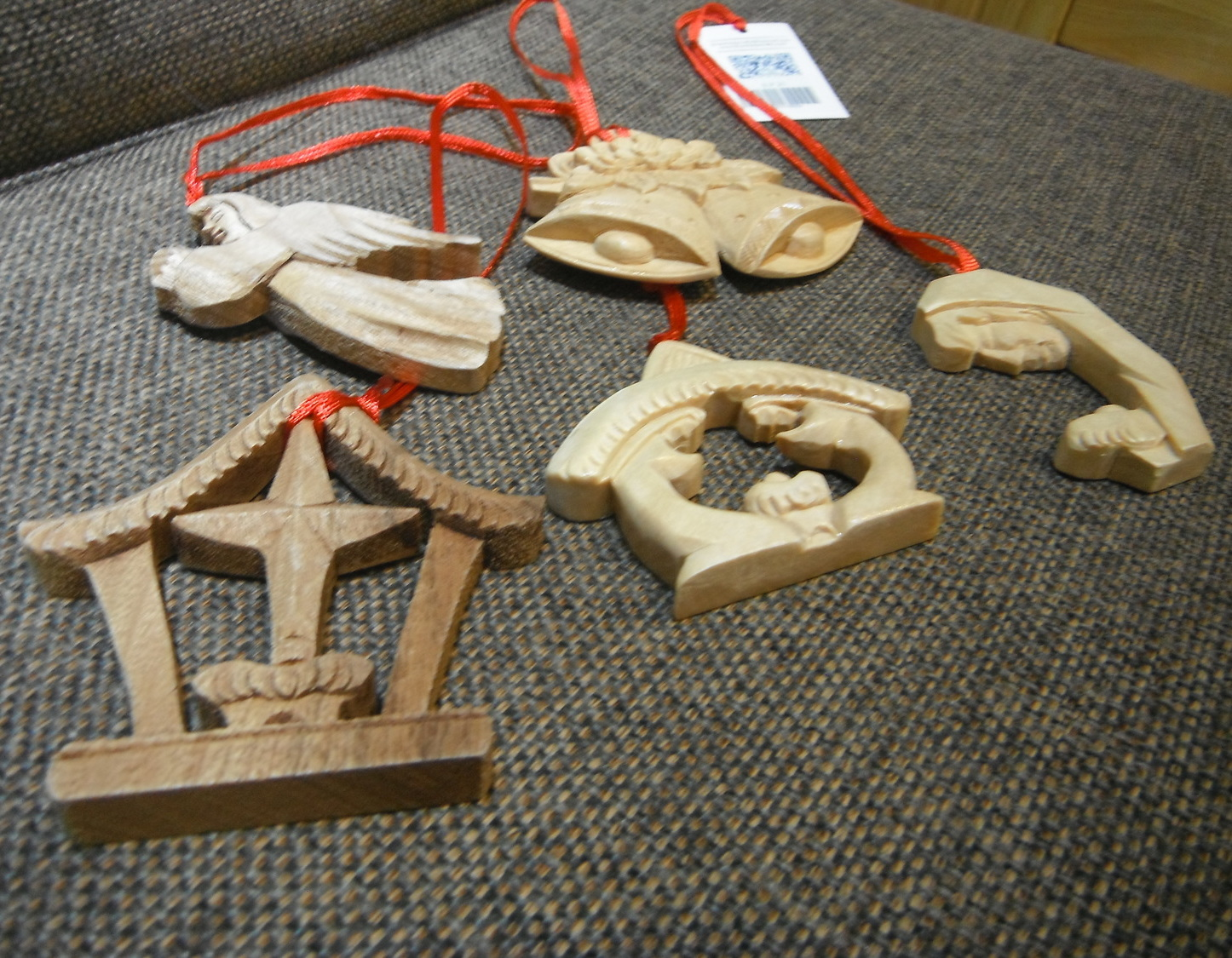 <p>Wood-carver Christmas Tree Decorations&nbsp;</p>