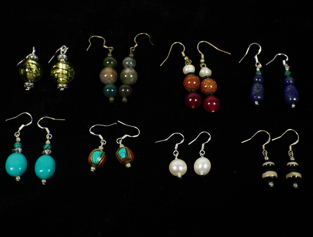 <p>Earrings&nbsp;</p>