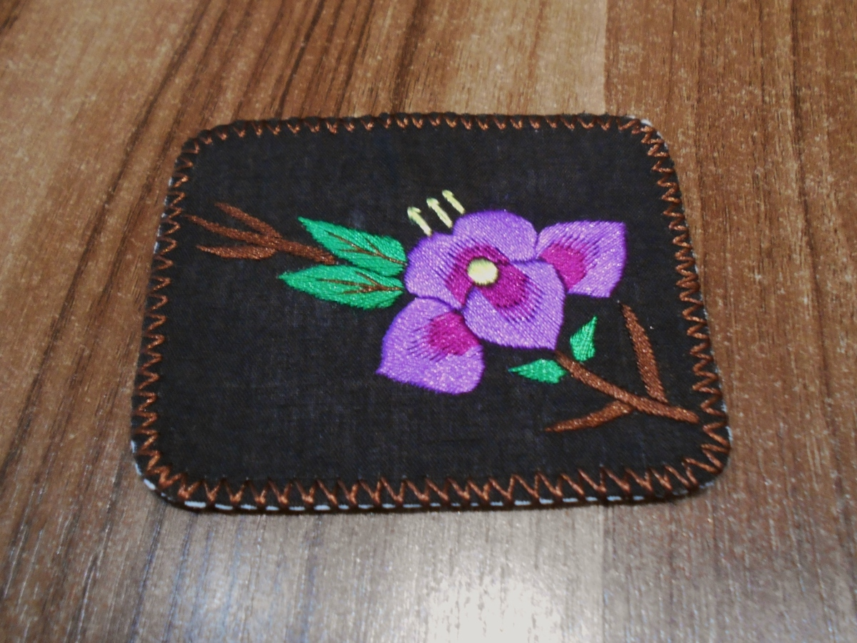 <p>Square Embroidered Magnet&nbsp;</p>