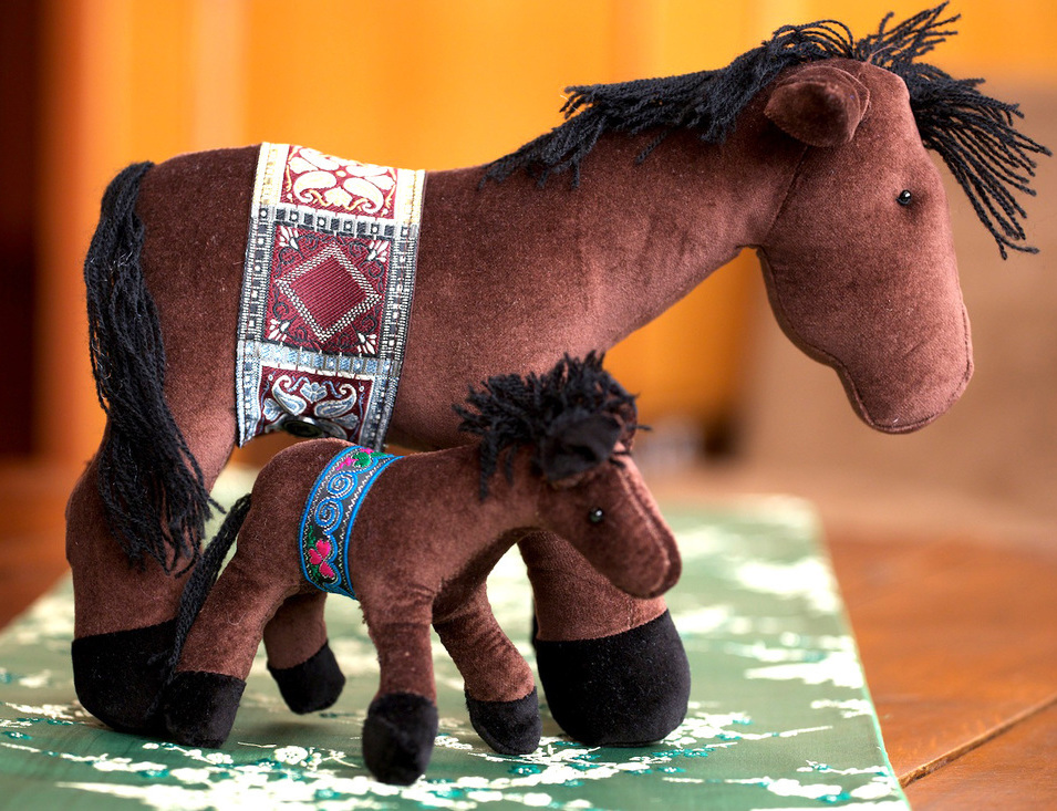 <p>Hearts &amp; Hands Horse Toys&nbsp;</p>