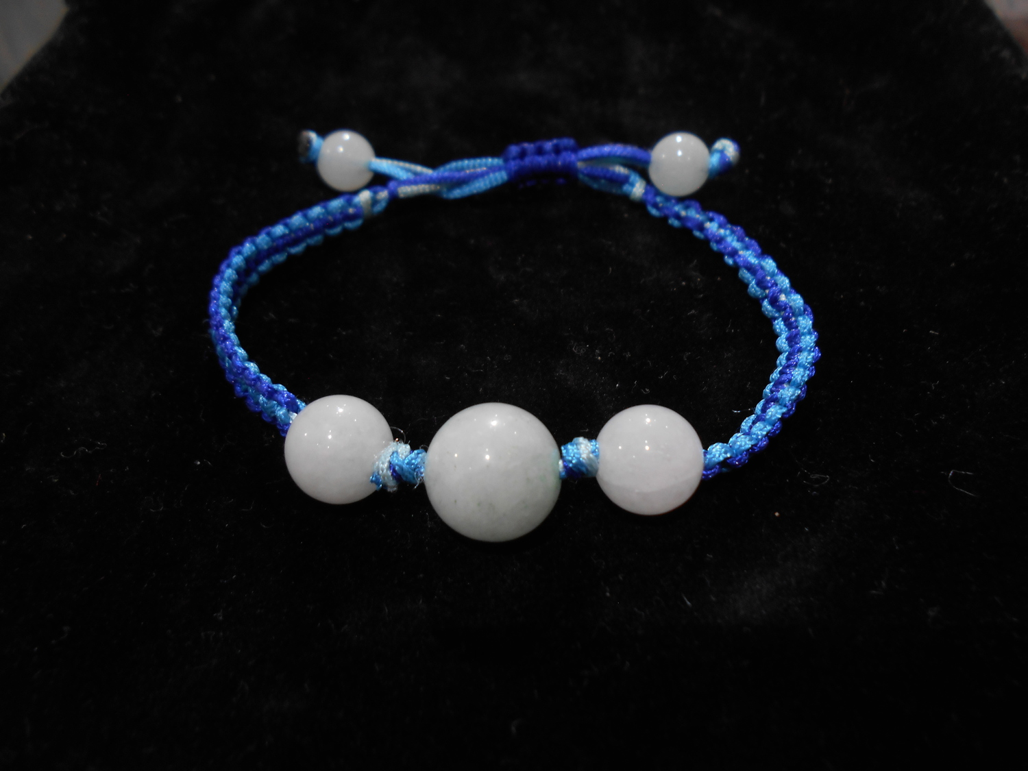 <p>Blue Sheep Blue Bracelet&nbsp;&nbsp;</p>