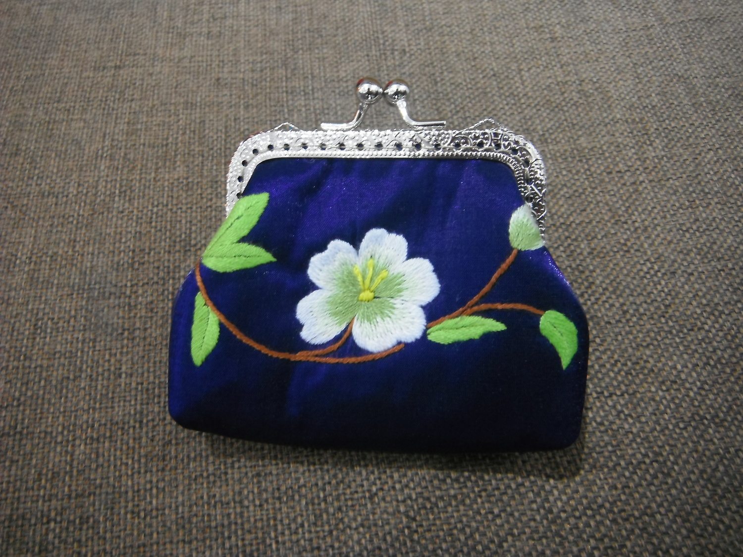 <p>Embroidered Purse&nbsp;</p>
