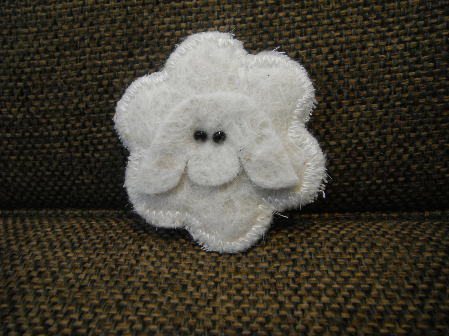 <p>Yakwool Sheep Brooch</p>